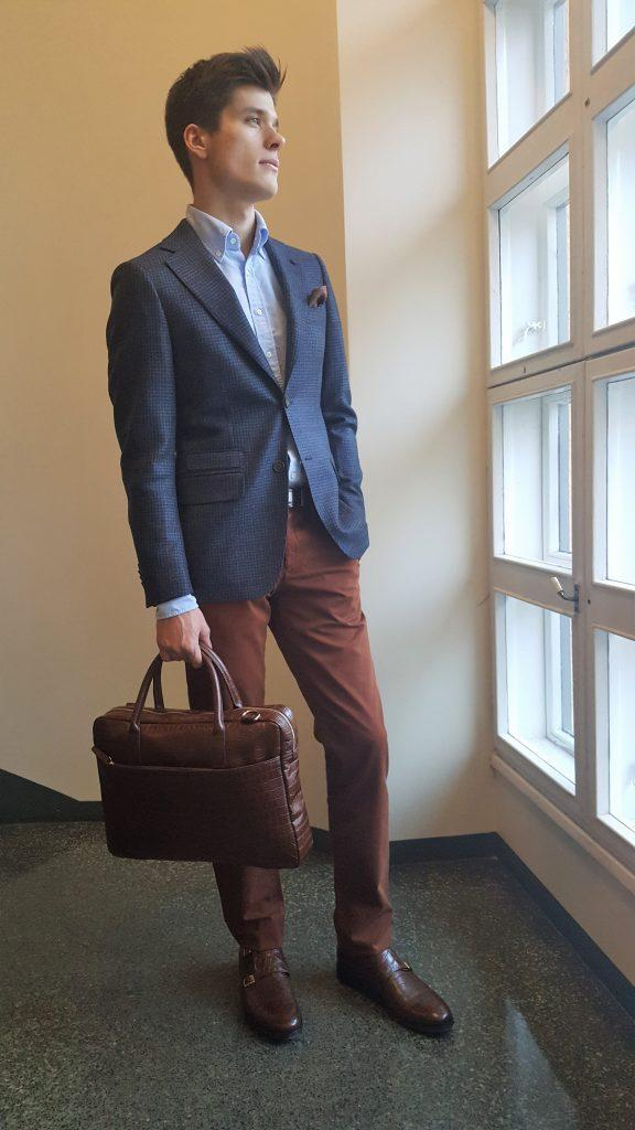 Bonjour-puku on miehen puvuista vapaamuotoisin